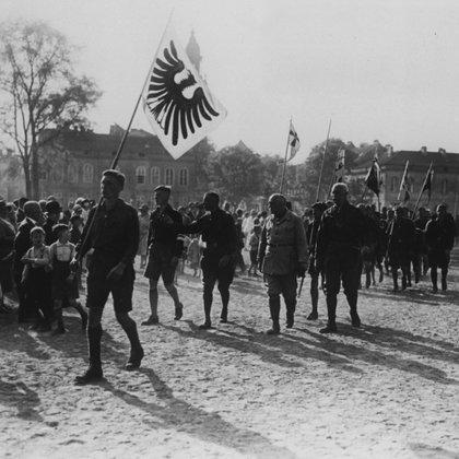 Cover: Jugendbewegungen in der Weimarer Republik - Romantik und Rebellion